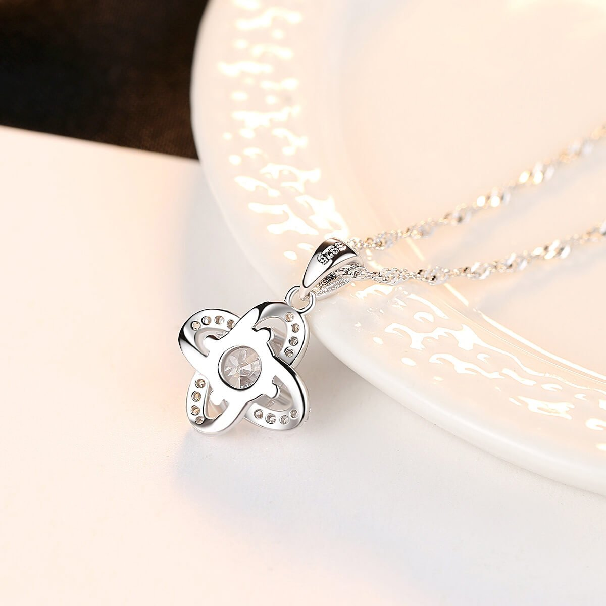 Four-leaf clover woman's sterling silver diamond necklace